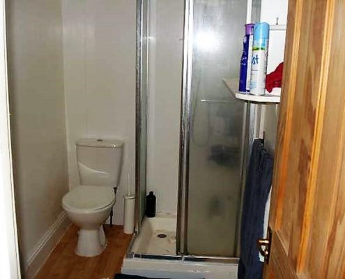 Bathroom 4 bed student property Redland