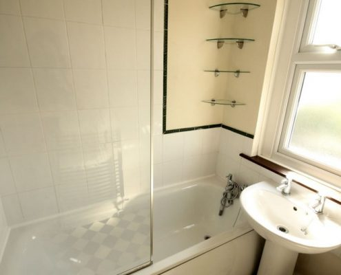 Bathroom 5 double bed newly refurbished student house Filton