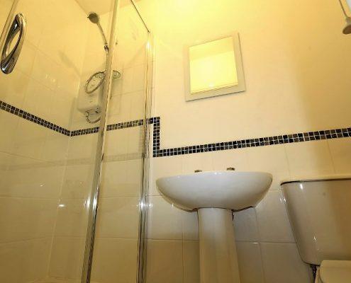 Shower room 6 bed student house Bristol