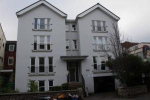 4 double bedroom flat front