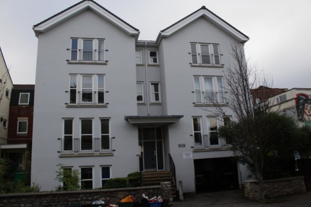 4-double-bedroom-flat-front - Bristol Student Lettings
